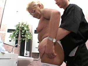 Hot old lady XXX clips