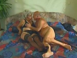 Old man licks grannys pussy on bed