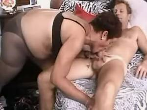 Man fucks plump mature woman on bed