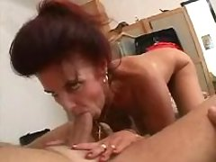 Mature housewife does fine blowjob