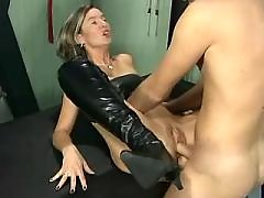 Fetish mom hummered by young lover
